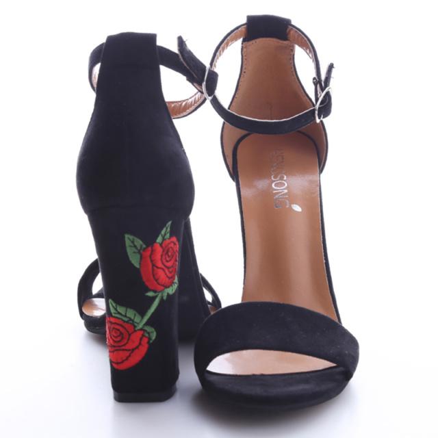 Sandały na słupku haftowane róże HIT SEZONU!! BuyShop.pl Wszystko Czego Potrzebujesz!